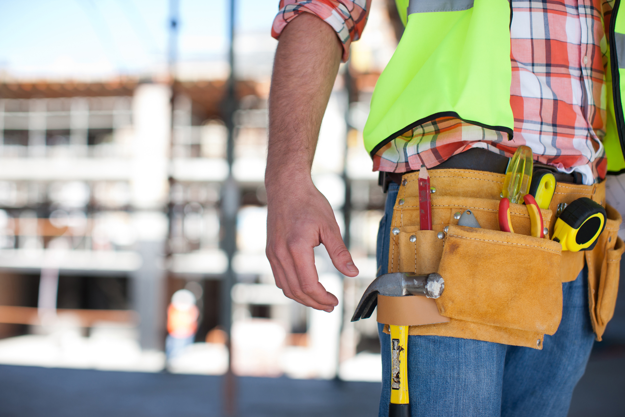 close-up-of-construction-worker-s-tool-belt-on-construction-1